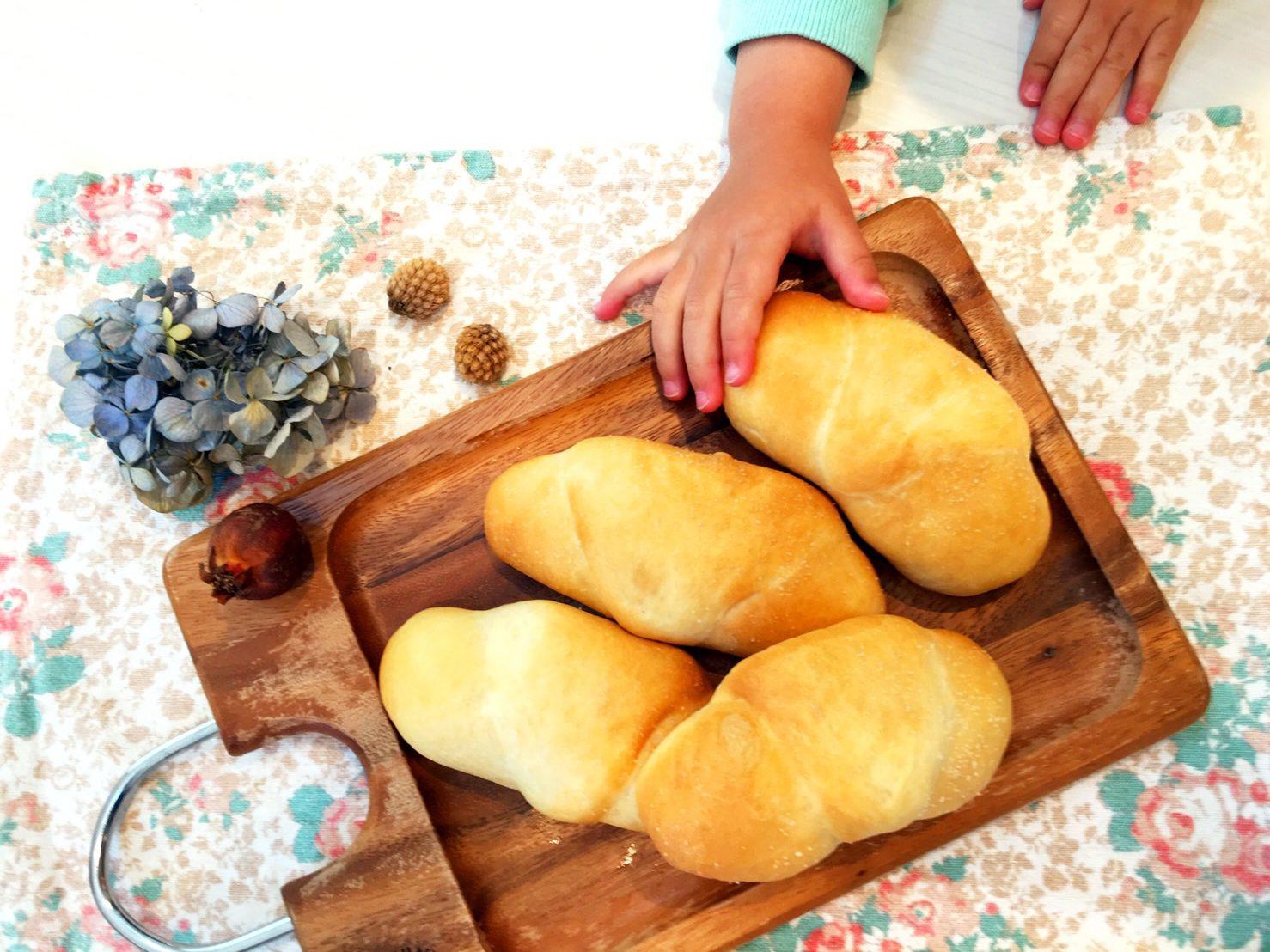 バターがジュワ〜!初めてでも簡単♪サクふわ塩パンの基本レシピ